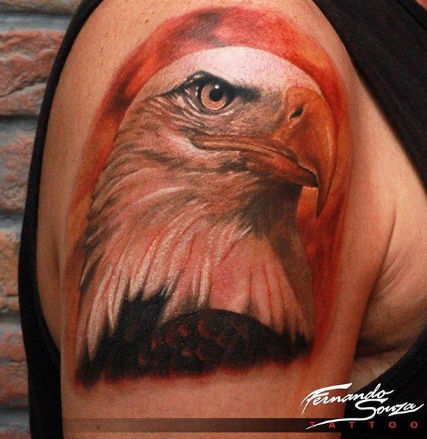 arte de águia realista no ombro