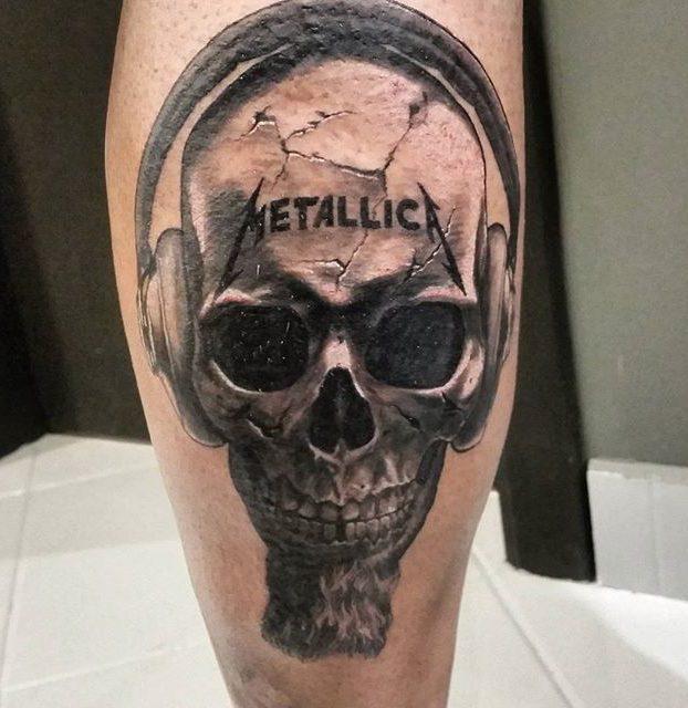 arte realista de caveira na perna