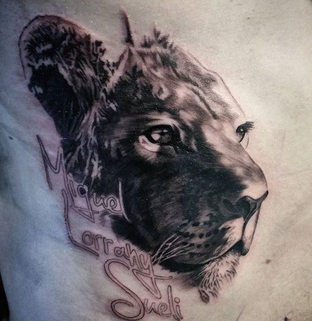 desenho de leão no peito