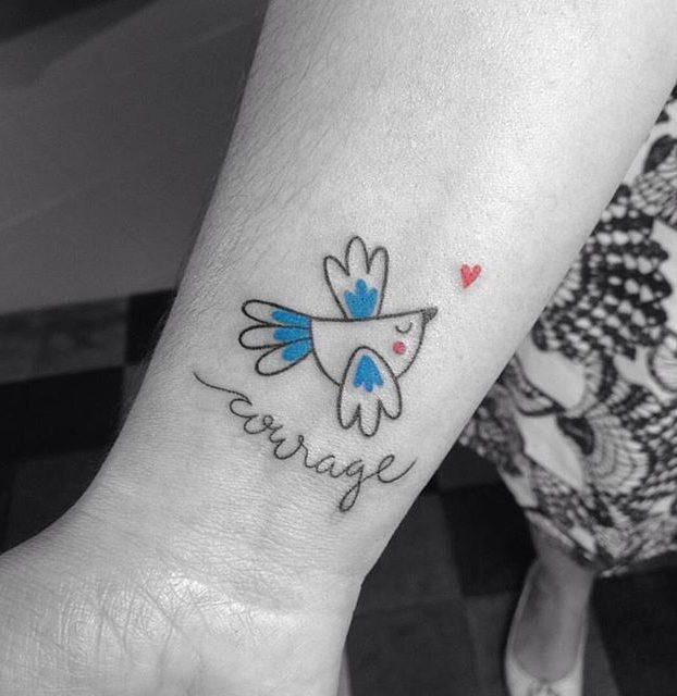 desenho de pássaro no pulso