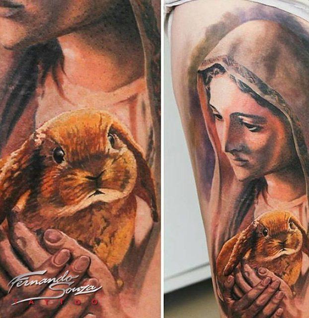 tatoo da virgem maria e de coelho na perna