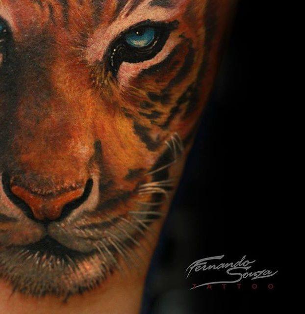 tatuagem de tigre realista colorida