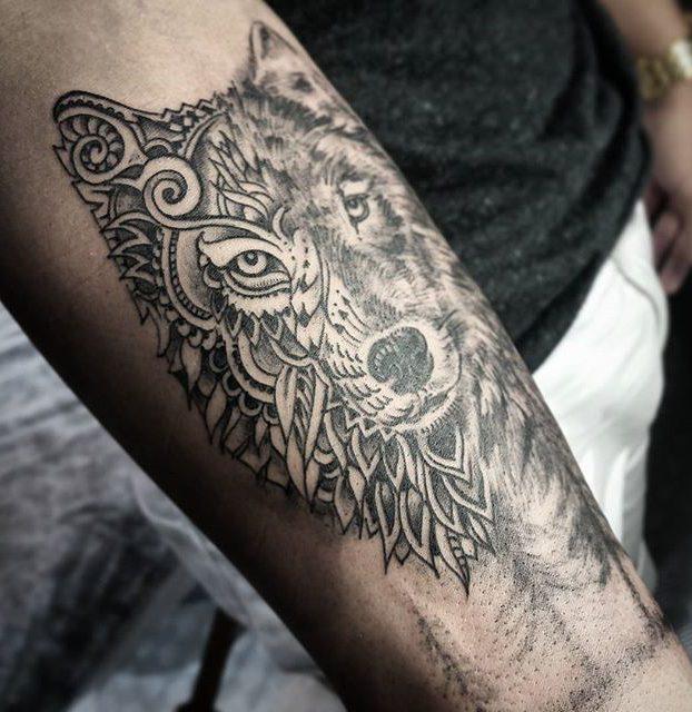 tatuagi de lobo preto e branco