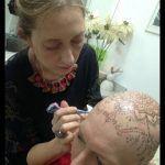 Laura Wie celebra cura de câncer com tatuagem de mandala na cabeça|brazil news