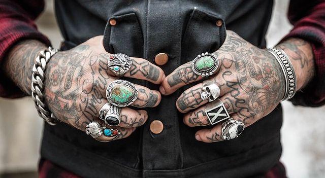 sonhar fazendo tatuagem